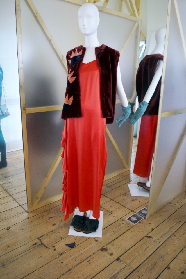 red-outfit-with-sliders
